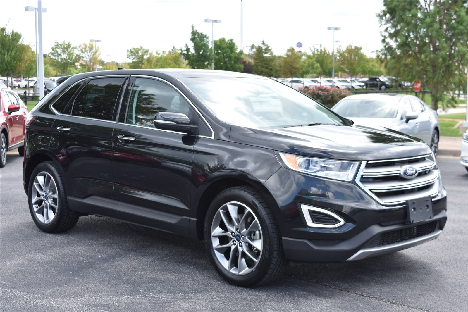 Pre Owned  Ford Edge Titanium Awd